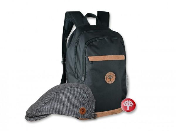 Rucksack, Flatcap und Pin